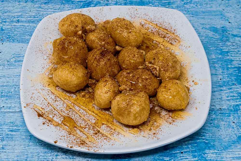 Loukoumades with honey